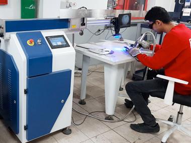 Машина за лазерно заваряване